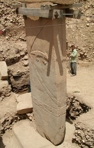 schoch_gobekli_tepe_central_pillar_eclosure_d