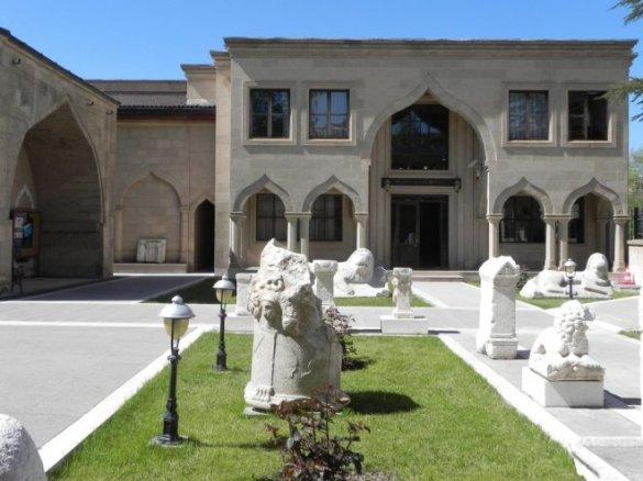 burdur-muzesi-ziyareti-18-mayis-gecesi-ucretsiz-IHA-20130515AW000554-3-t